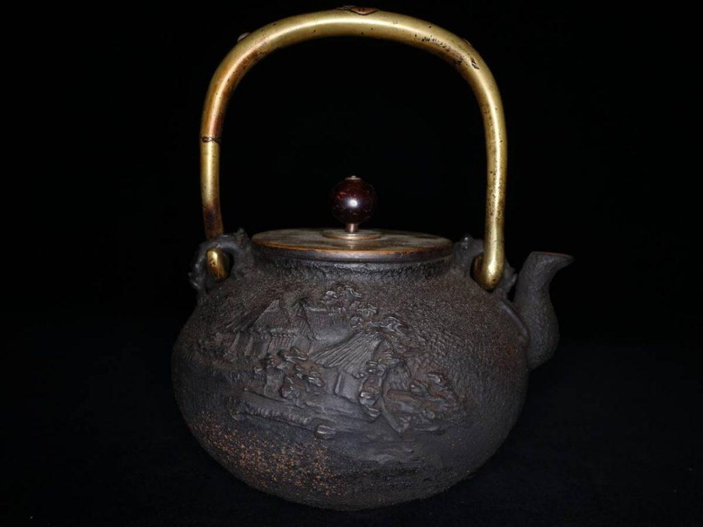 【鉄瓶・亀文堂】象嵌持手楼閣図鉄瓶を買取致しました。