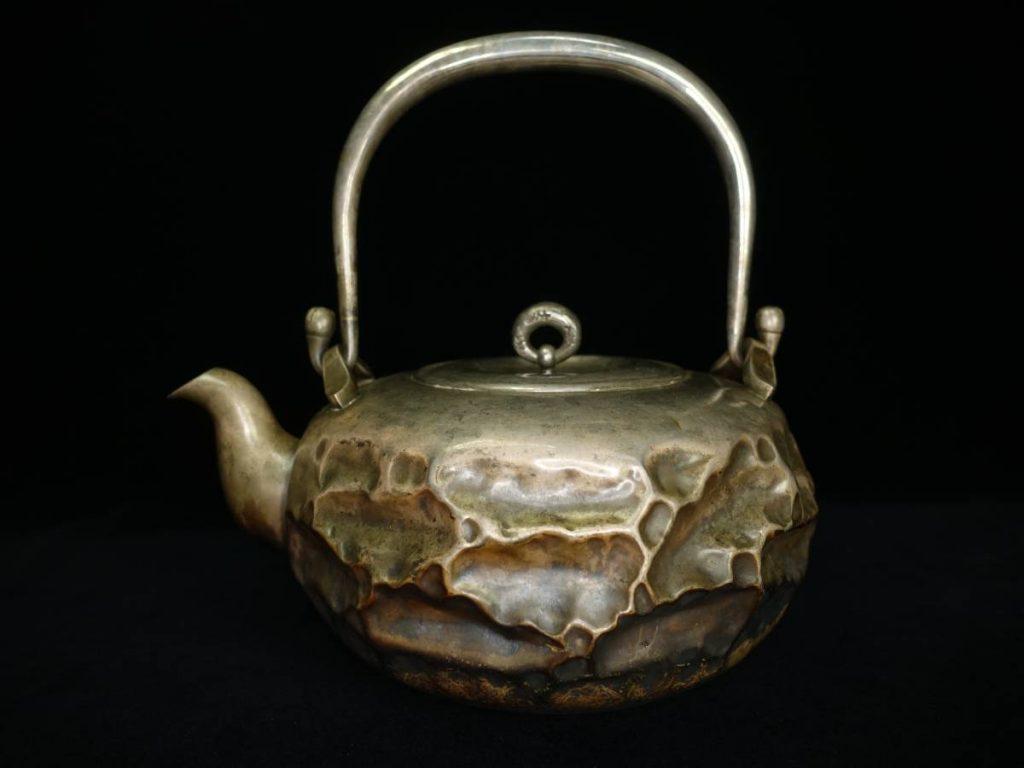 【銀瓶・鉄瓶】三越製 「純銀環摘ひしぎ湯沸」を買取致しました。
