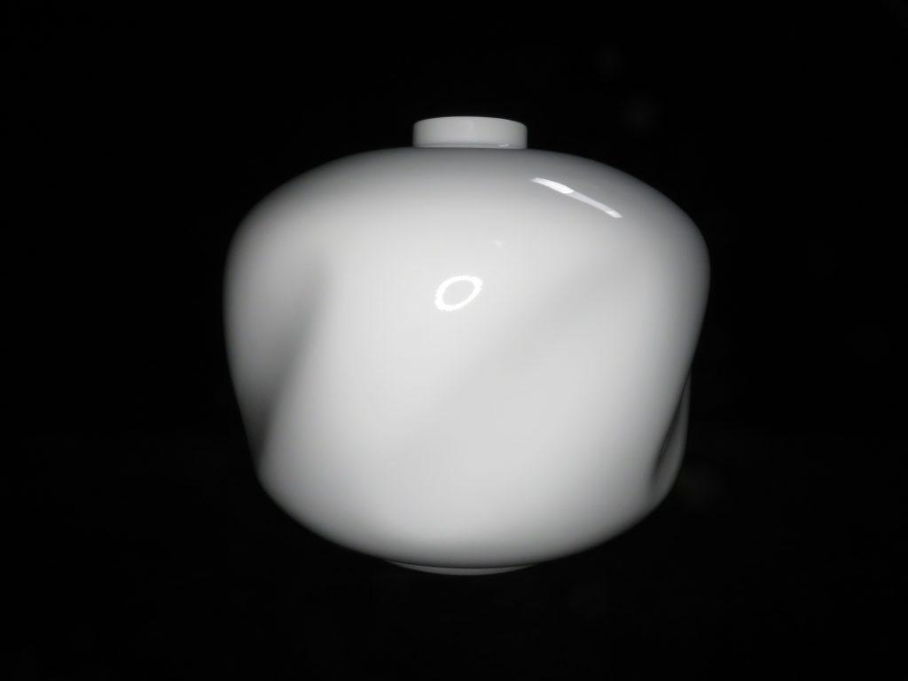 【作家物 磁器】井上萬二「白磁面取壷」を買取り致しました。