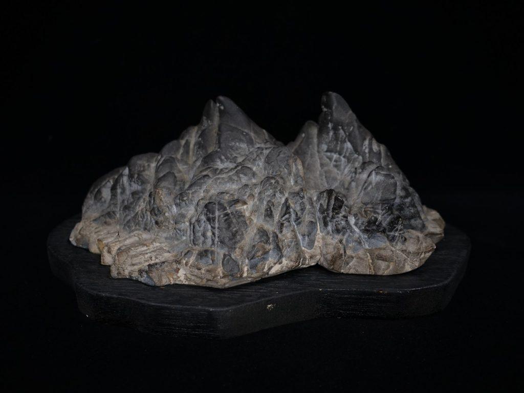 【水石・鑑賞石】古谷石「双峰」を買取り致しました。