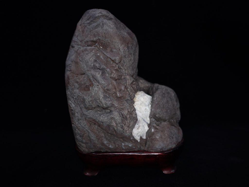 【水石・観賞石 その他】抽象石「紫貴船石」を買取り致しました。