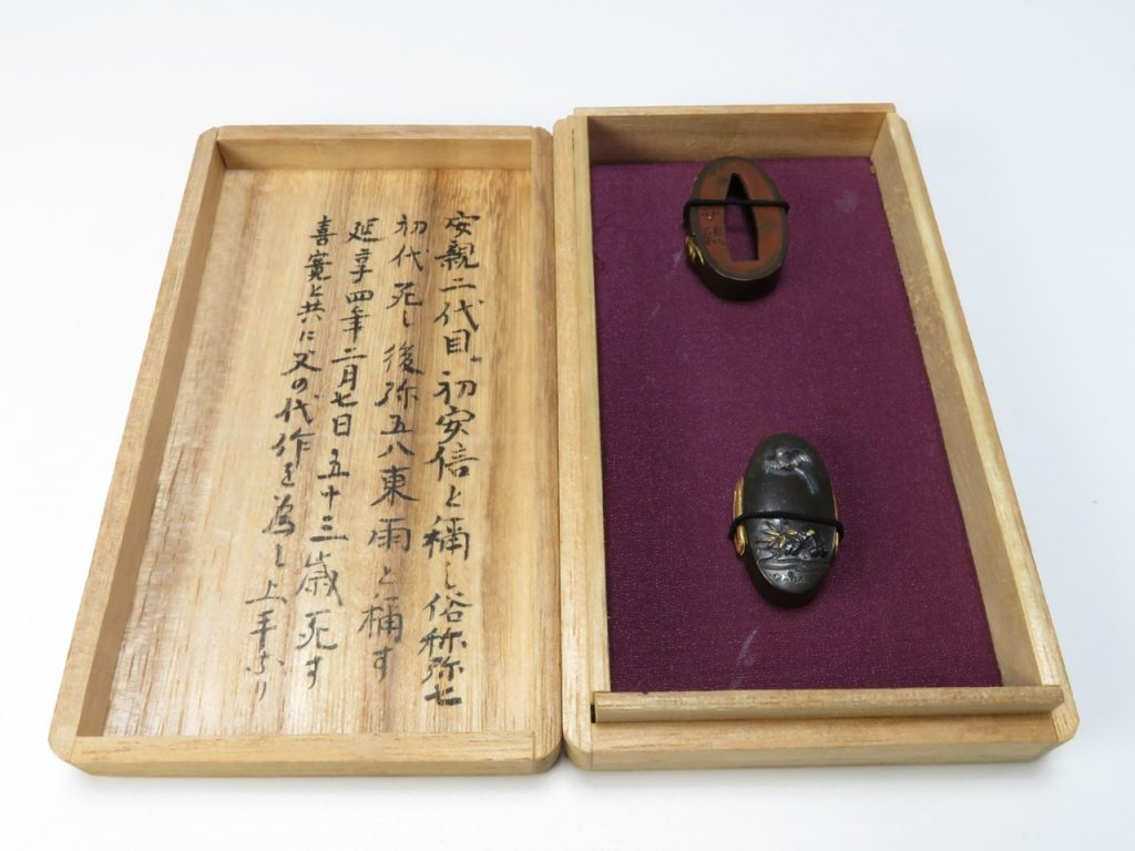 【刀装具】土屋安親「赤銅金象嵌扇に鼠図縁頭」 を買取り致しました。