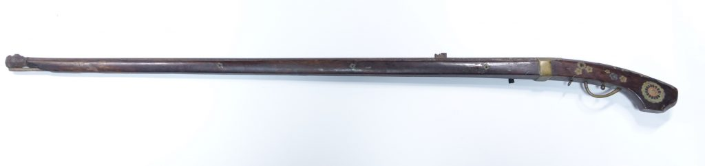 【火縄銃】「桜花々兎文火縄銃」を買取り致しました。