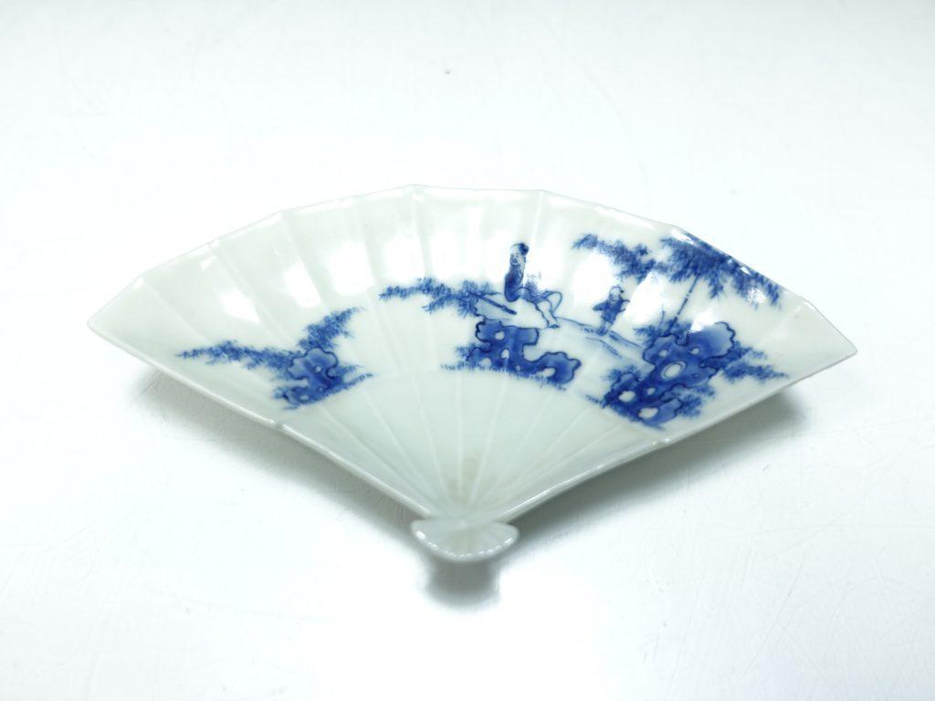【作家物 磁器】十二代 今泉今右衛門「染付竹林人物画皿」を買取り致しました。