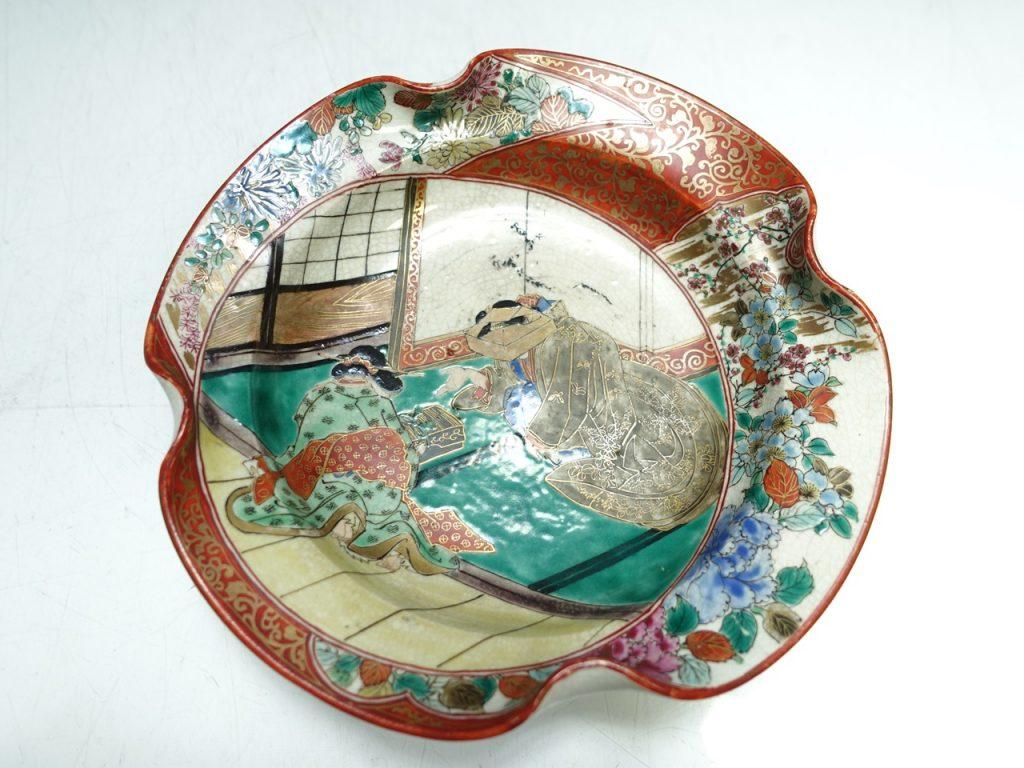 【古陶磁器】無銘「古九谷花々人物絵飾皿」を買取致しました。