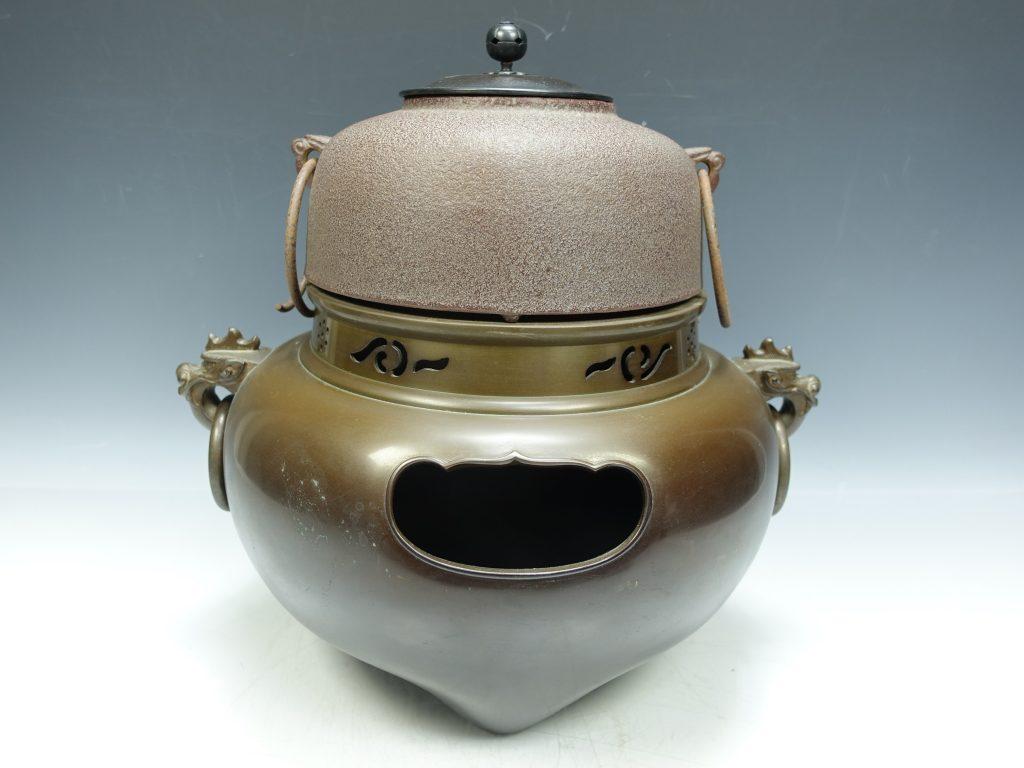 【釜】高橋敬典 「平丸釜添唐銅鬼面風炉」 を買取致しました。