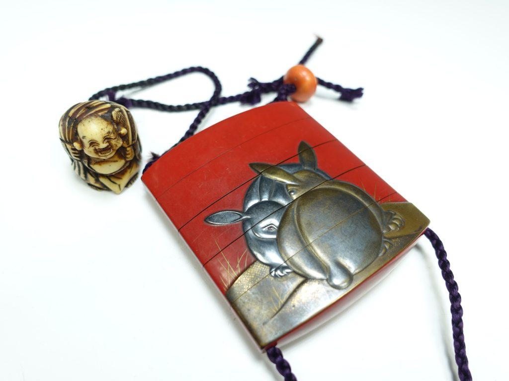【印籠】吉滿休伯「双兎象嵌朱塗印籠」を買取り致しました。