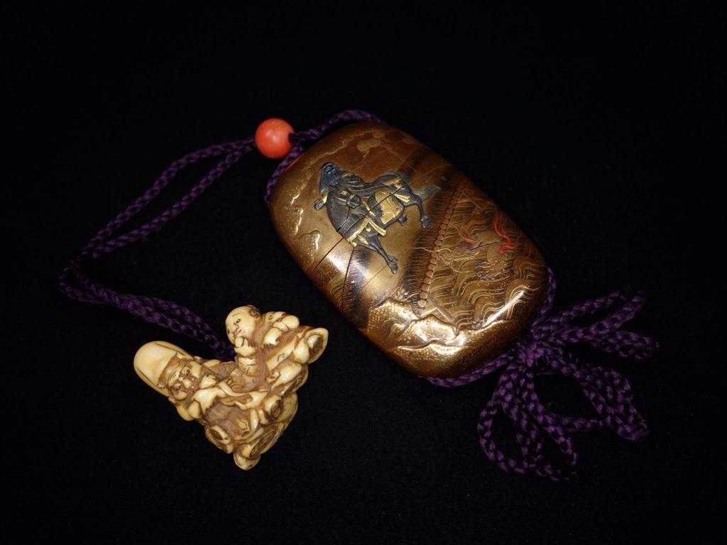 【印籠】松花斉「童子に賢人根付・馬に賢人蒔絵象嵌珊瑚緖締印籠」を買取り致しました。