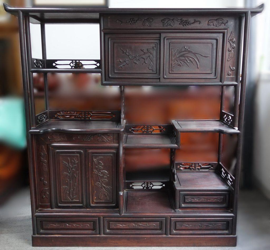 【茶棚・飾り棚】「草花彫飾り棚」を買取り致しました。