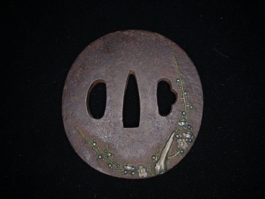 【鐔】「鉄地枝梅象嵌丸鍔」を買取り致しました。