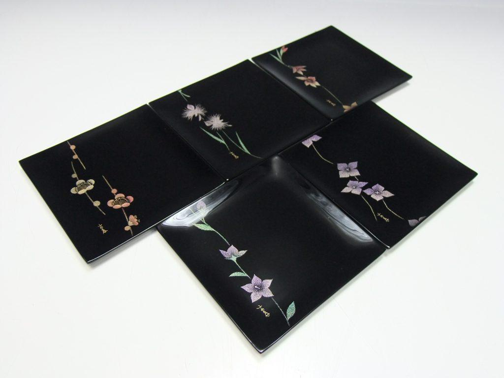 【漆器・蒔絵】前田安孝「絵変沈金輪島塗銘々皿」を買取り致しました。