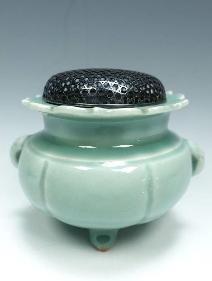 【帝室技芸員】清風与平「純銀火屋三脚青磁香炉」を買取致しました。