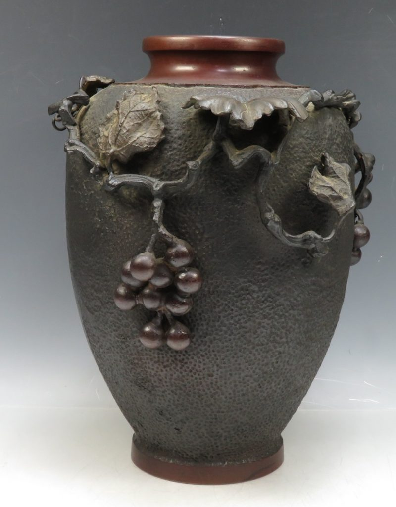 【骨董品・その他】大日本文政年整珉「銅製葡萄文花瓶」を買取り致しました。