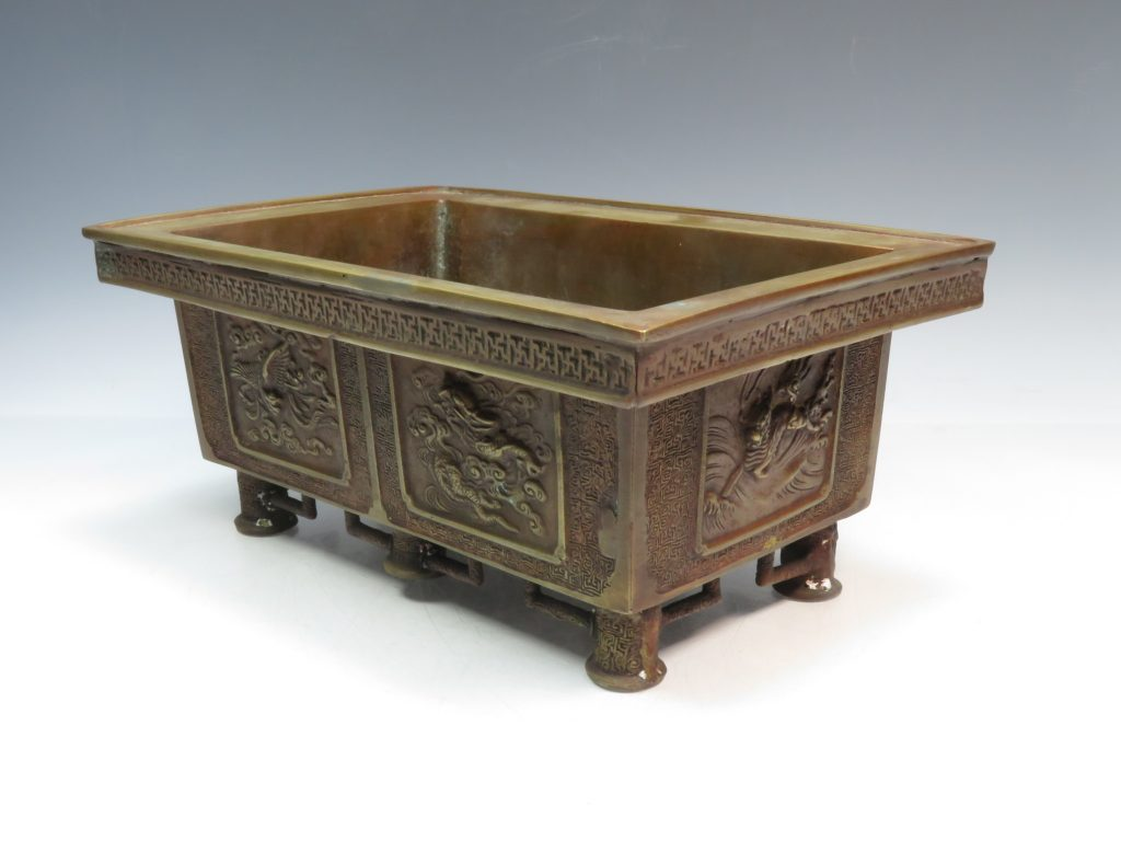 【骨董品・その他】大日本文政年整珉鋳「陽刻麒麟鳳凰文水盤」を買取り致しました。