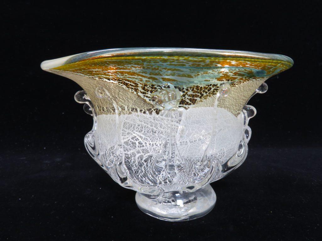 【硝子・切子】郡 和子「金箔散鉢」を買取り致しました。