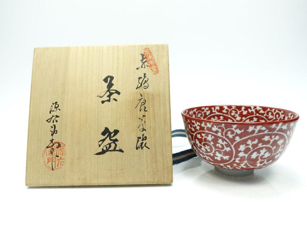 【茶碗】館林源右衛門「赤絵唐草濃茶碗」を買取致しました。