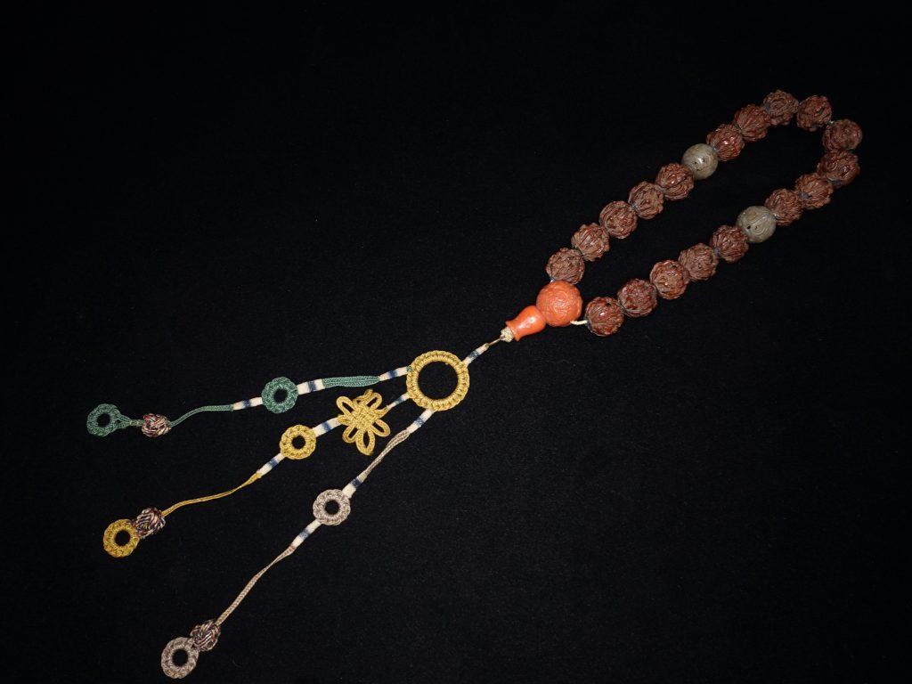 【骨董品・その他】「羅漢彫念珠」 を買取り致しました。