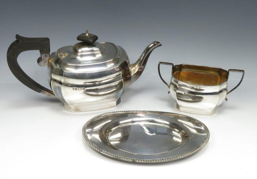 【銀製 洋食器】イギリス製 「プレート・ポットセット」を買取り致しました。