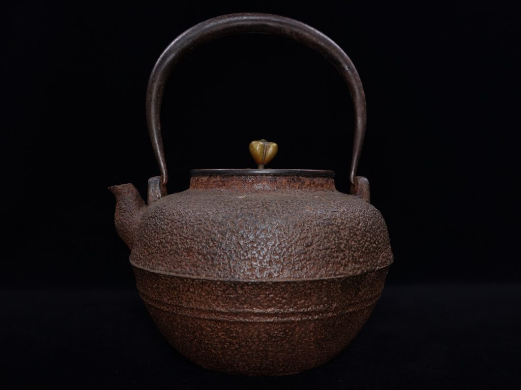 【鉄瓶、作家物】光玉堂 「唐銅蓋手取形鉄瓶」を買取り致しました。