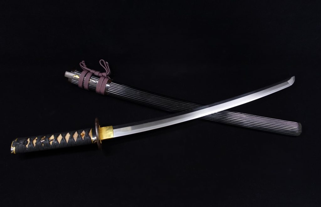 【刀剣】備州長船忠光「桜一文象嵌鍔黒蝋塗縦筋彫鞘 脇差」 を買取り致しました。