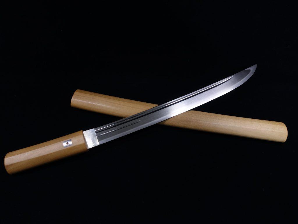 【刀剣】肥前國住人吉卓「櫃刀身彫大切先 脇差」を買取り致しました。