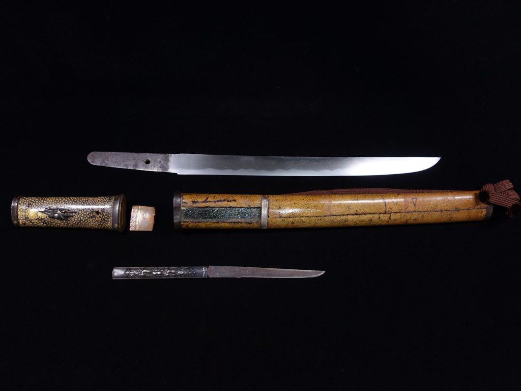 【刀剣】「鹿花々象嵌小柄蝸牛目貫鮫肌 脇差(特別貴重刀剣)」を買取り致しました。