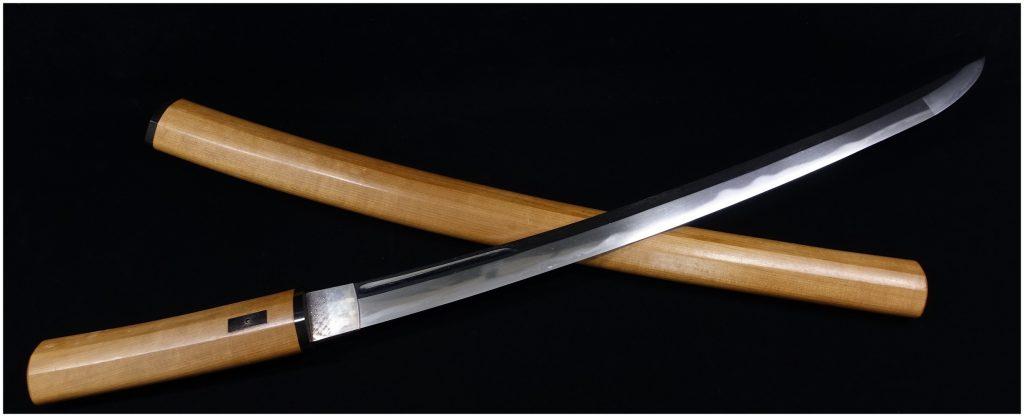 【刀剣】甲種特別貴重刀剣  肥州河内守藤原正廣「櫃刀身彫大切先 白鞘刀」を買取り致しました。