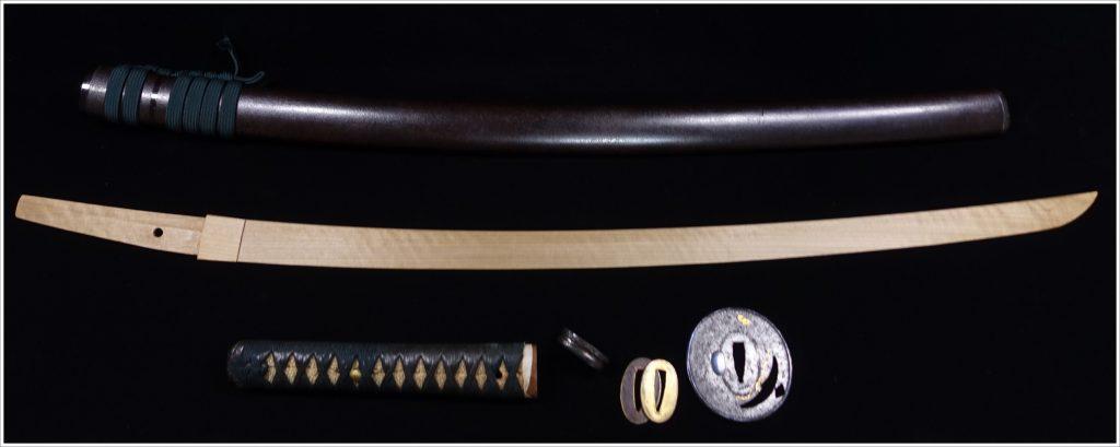【刀剣・刀装具その他】特別保存刀装具  無銘「宝尽図象嵌鍔 肥後打刀拵焦茶漆変塗鞘 拵・竹光 」を買取り致しました。