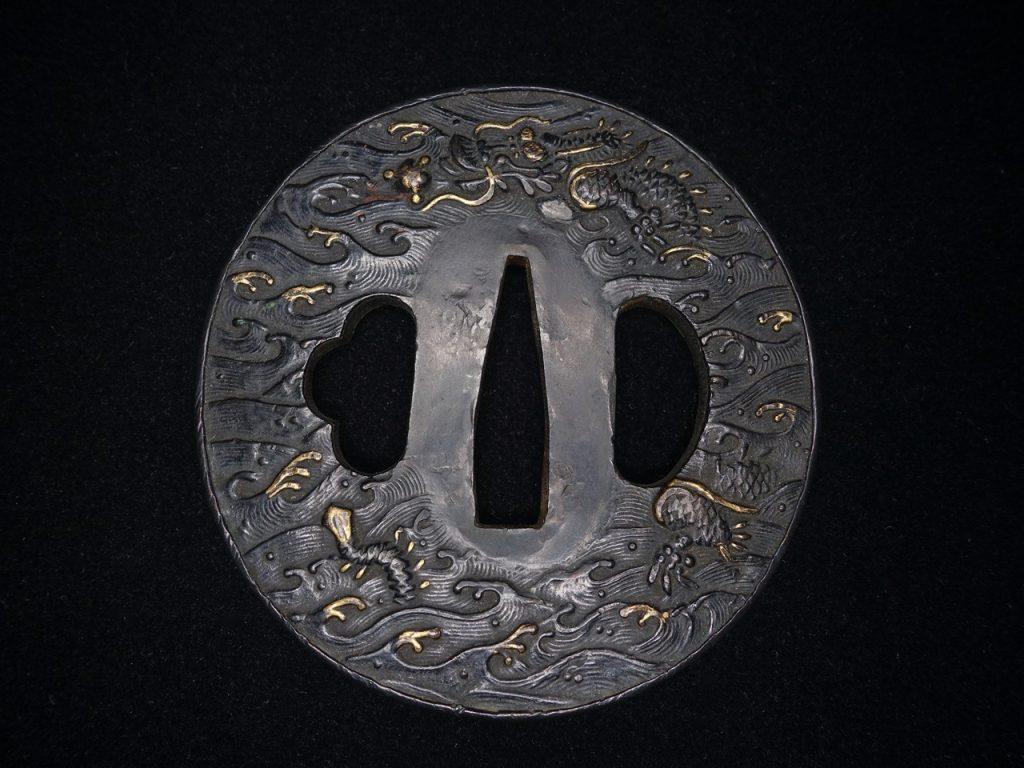 【鐔】無銘「古銅丸鍔 雲龍象嵌」を買取り致しました。