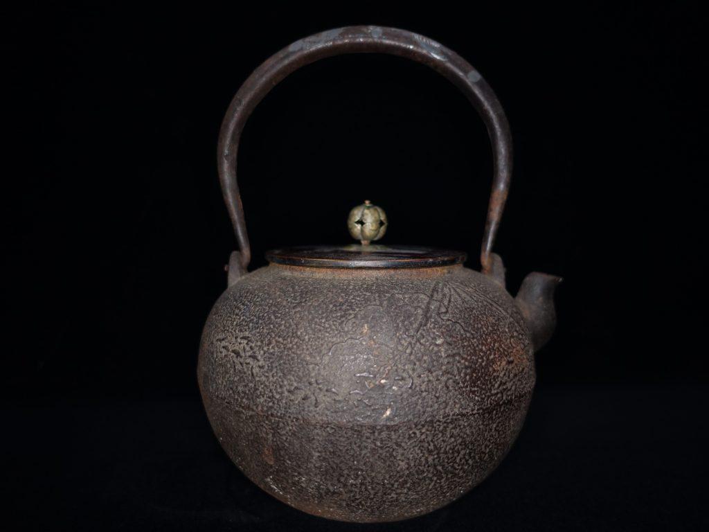【鉄瓶・銀瓶その他】「唐銅蓋富士文鉄瓶」を買取り致しました。