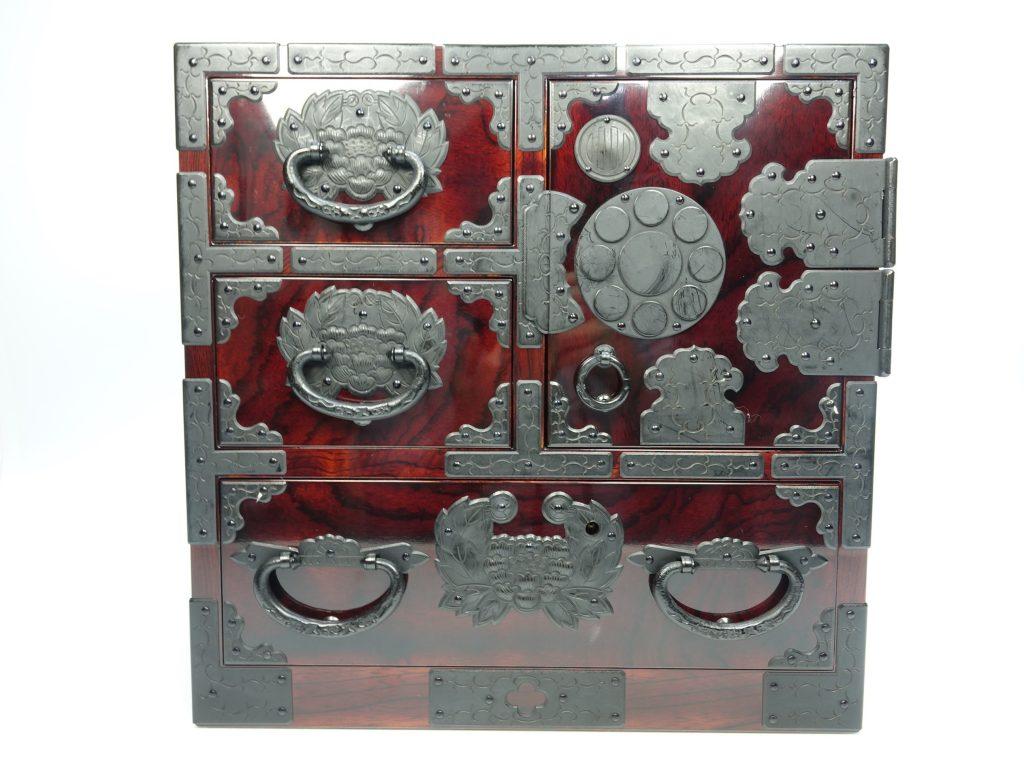 【時代箪笥】仙台箪笥 熊野洞「伊達家紋尽くし小箪笥」を買取り致しました。