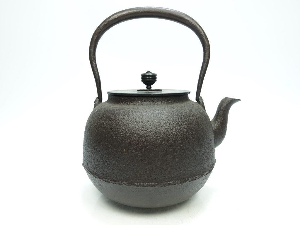 【鉄瓶、作家物】菊地浄慶「唐銅蓋鉄瓶」を買取り致しました。