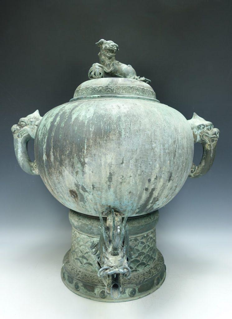 【中国銅器】中国古玩 「青銅獣耳龍口獅子水瓶」を買取り致しました。