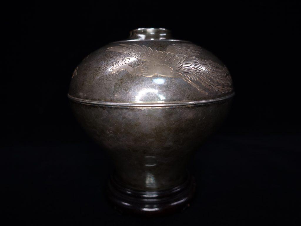 【銀製 花入】純銀服部時計店謹製 鳳凰彫刻花瓶を買取り致しました。