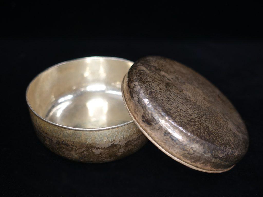【銀製 洋食器】松田青松堂「純銀製ボンボニエール」を買取り致しました。