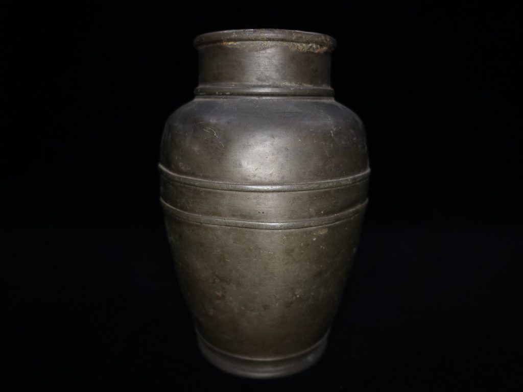 【錫製品】無銘「古錫茶壷」を買取り致しました。
