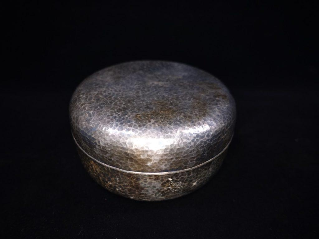 【銀製 洋食器】羽田「純銀製槌目ボンボニエール」を買取り致しました。