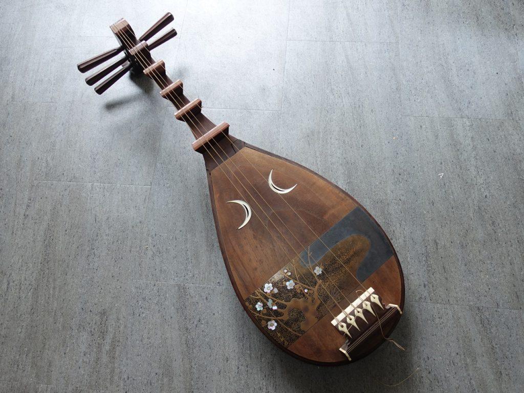 【骨董品・その他】「琵琶」を買取り致しました。