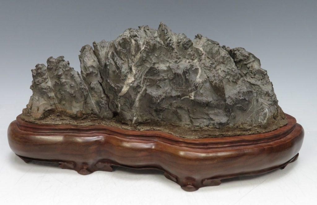 【水石・鑑賞石】古谷石「山形石」を買取り致しました。