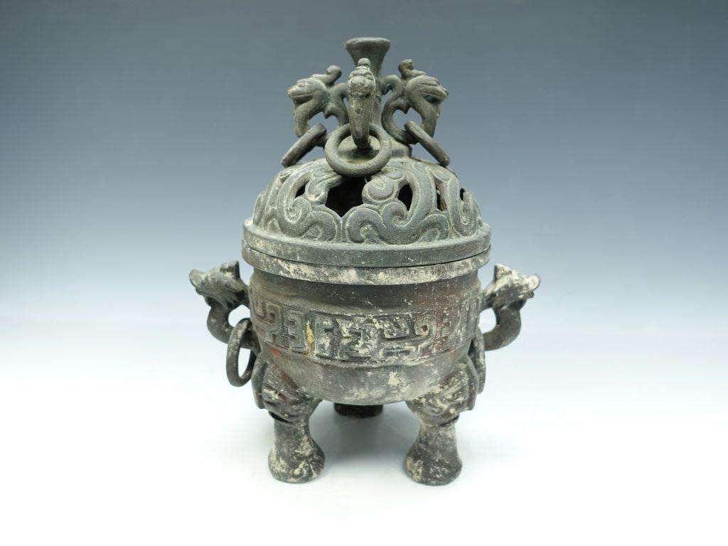 【中国銅器】無銘「青銅獸耳遊環三足香薰」を買取り致しました。