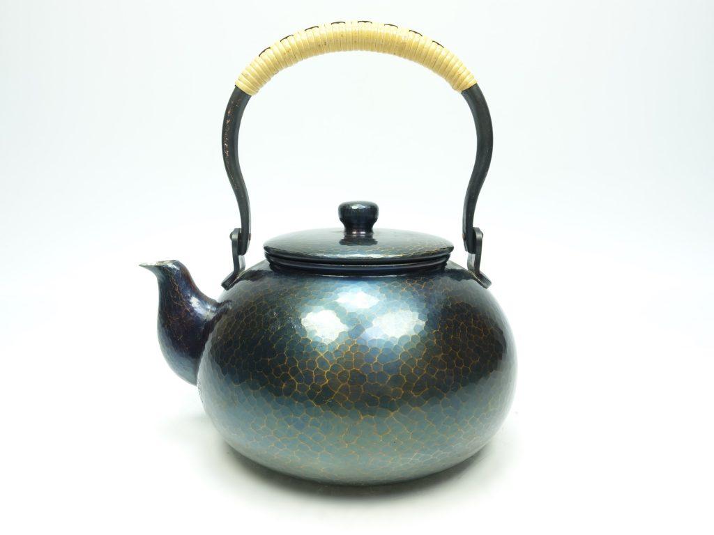 【茶道具 その他】玉川堂 「銅製槌起急須 弦巻提手」 を買取り致しました。