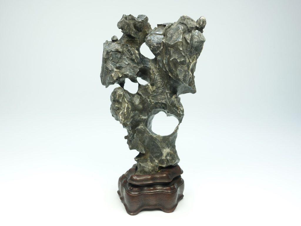 【中国鑑賞石】「霊岫峰 太湖石」を買取り致しました。