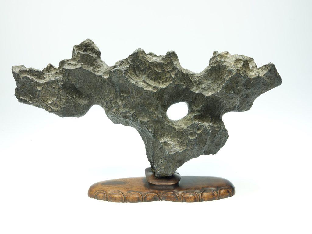【中国鑑賞石】無銘 「太湖石」を買取り致しました。