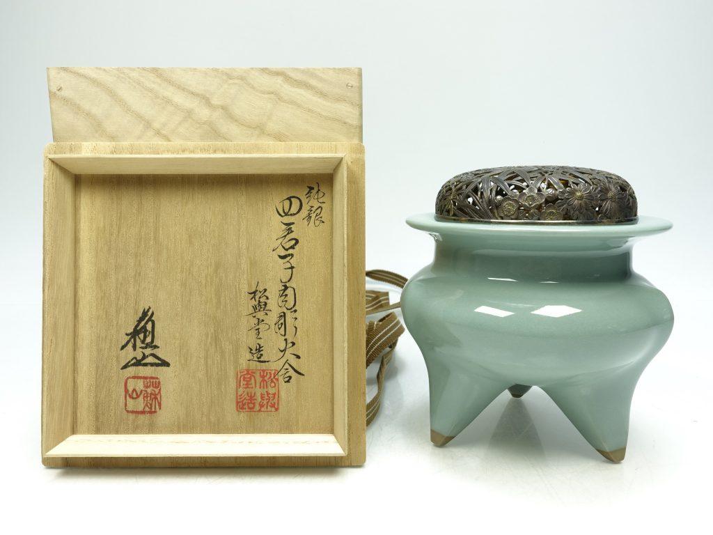 【香炉】諏訪蘇山「純銀火屋青磁袴腰香炉 」を買取り致しました。