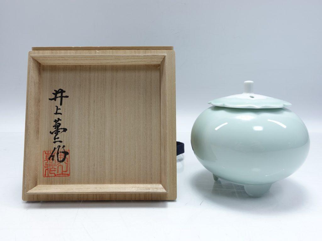 【人間国宝】井上萬二「青白磁柿香炉 」を買取り致しました。