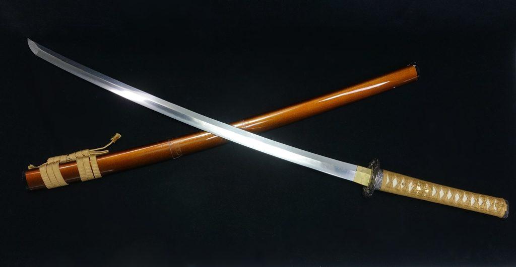 【刀剣】 刀 「銘:吉田兼吉 雲龍鍔梨地鞘刀」を買取り致しました。