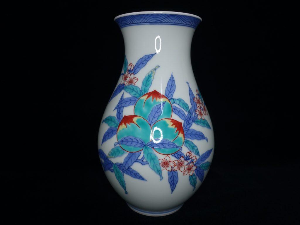 【作家物(磁器)】十四代 今泉今右衛門「錦桃絵花瓶」 を買取り致しました。