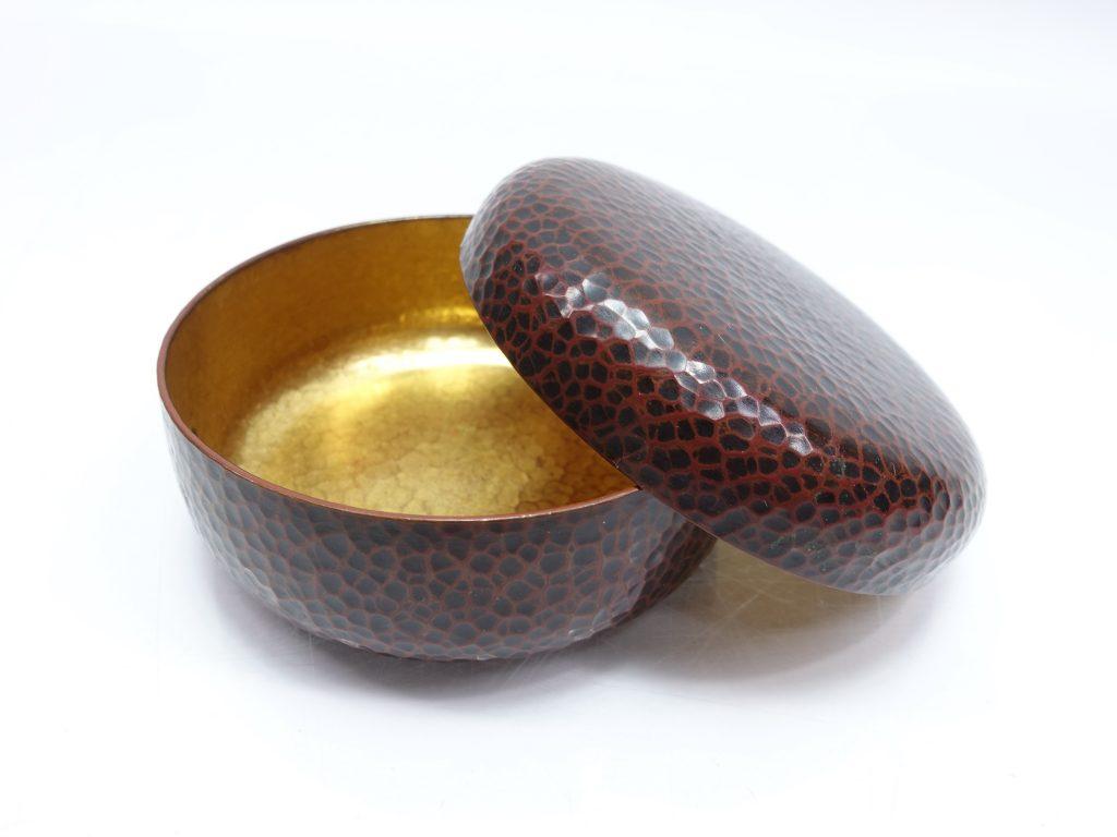 【金工品 その他】金谷五郎三郎「純銅槌目丸菓子器」を買取り致しました。
