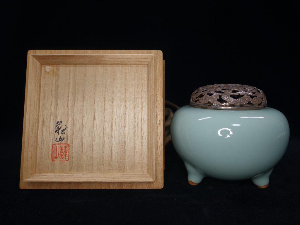【作家物(磁器)】三代 諏訪蘇山「松典堂造 銀火舎香炉」を買取り致しました。