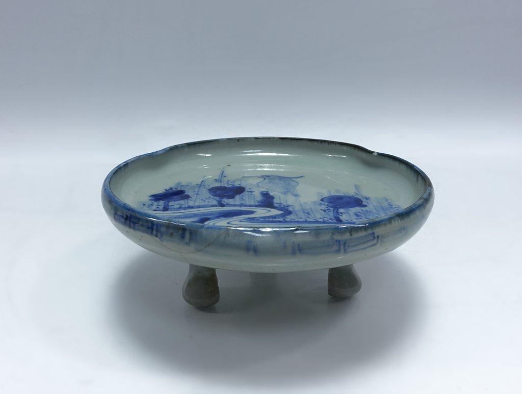 【陶磁器 その他】 無銘「染付山水図三つ足有田皿」を買取り致しました。